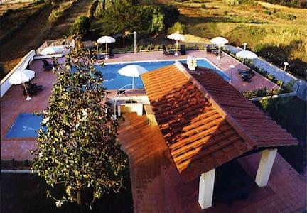 Villa Lavinia B&B - Toscana - Italy - Montescudaio