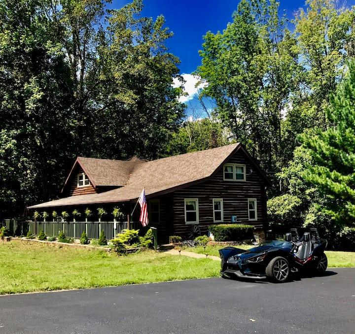 Acorn Resort a Unique Retreat Cabin, 13 acres land