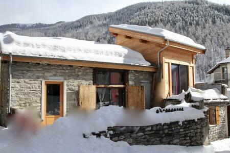 Petite maison Queyrassine - Aiguilles - Dům