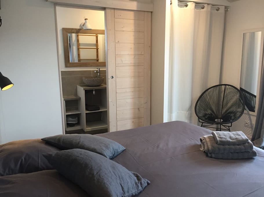 Chambre double avec salle d'eau : lit 160