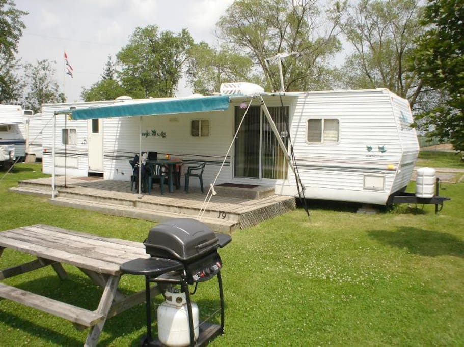 Niagara rv rentals campers rvs for rent in niagara falls for Small motor homes for rent
