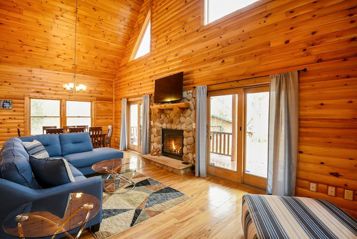 Unwind-Cozy Cabin w/Hot Tub - Wine Tours & Beaches