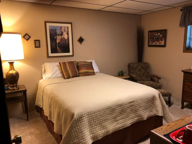 Comfortable-Private-Clean.. Lower Level Suite