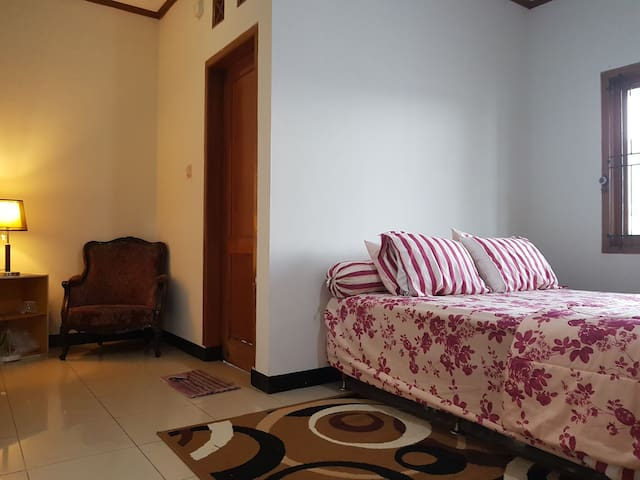 guess room 2 (2nd floor)