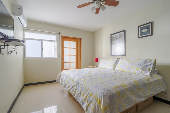 Be at great location, beach at front door