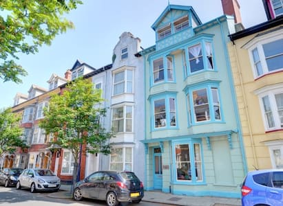 Top  apartment in a 4 storey Victorian town house