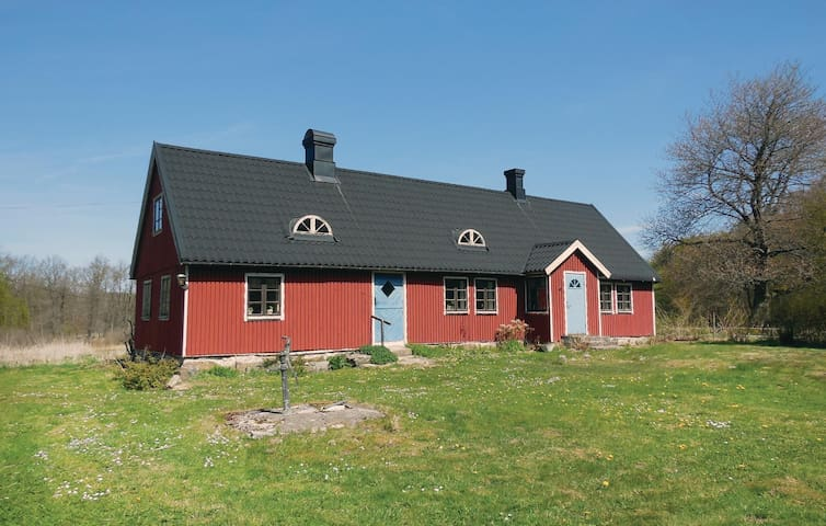Former farm house with 1 bedroom on 92 m²