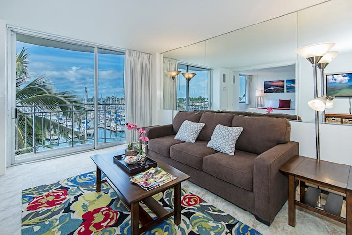 Charming One Bedroom with Gorgeous Ocean Marina View