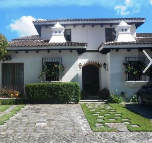 House Antigua great location, elegant, impecable