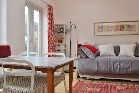 Sunny, private studio -- own entrance & courtyard