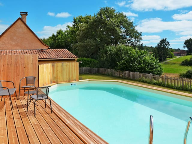 Beautiful cottage with private pool and shared spa area