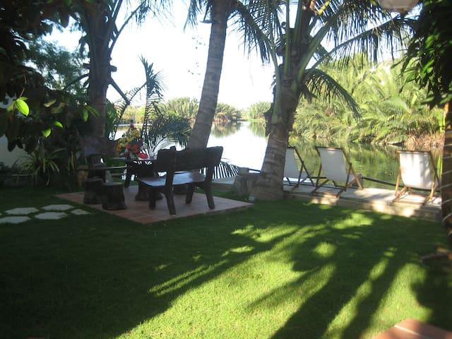 CoCo Riverside Homestay - Hội An - Bed & Breakfast
