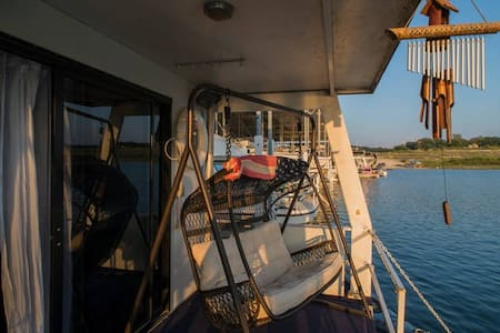 New listing! Spectacular Houseboat at Lake Travis - Austin