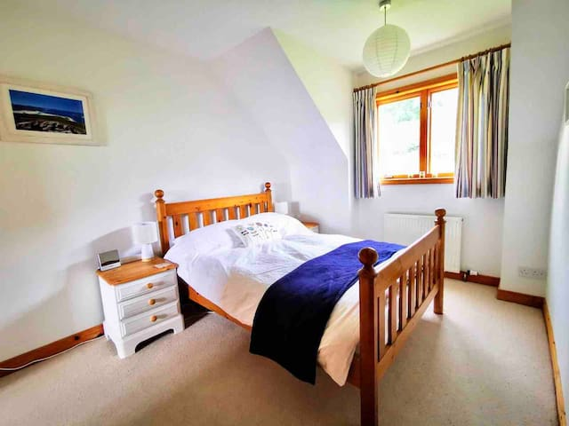 Spacious Double bedroom with views over the back garden