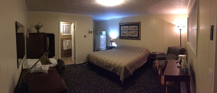 Maine Motel and Cabins Room # 4