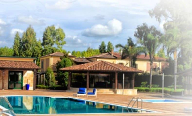 Stanza privata in villa con piscina - Sessa Aurunca - Huvila