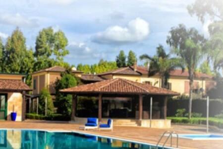 Stanza privata in villa con piscina - Sessa Aurunca - Villa