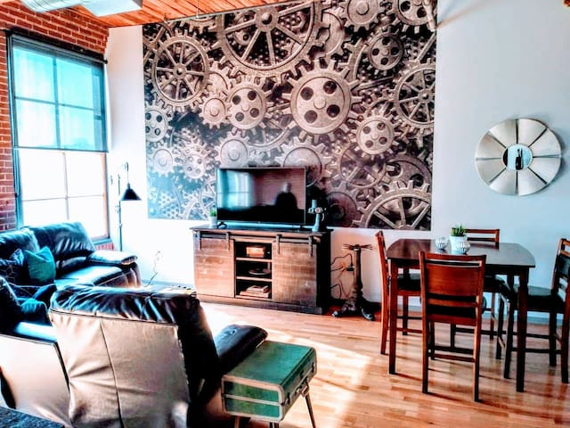 ✦The Steampunk✦Parking✦Secured Building✦ Sleeps 6✦