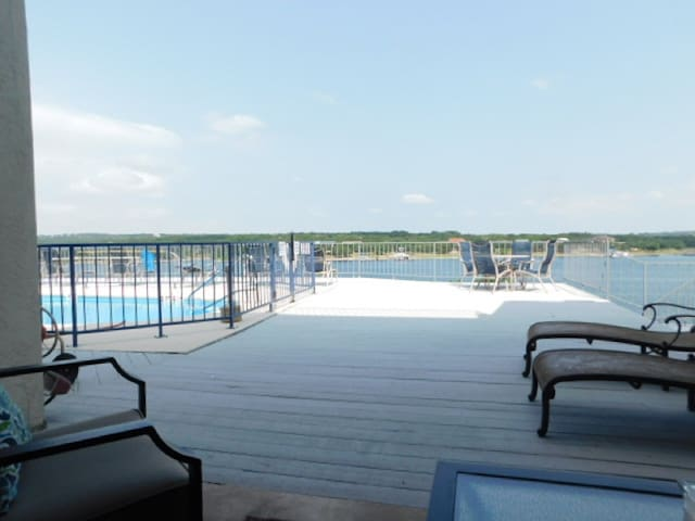 1 BR Waterfront Condo #105, pool & hot tub