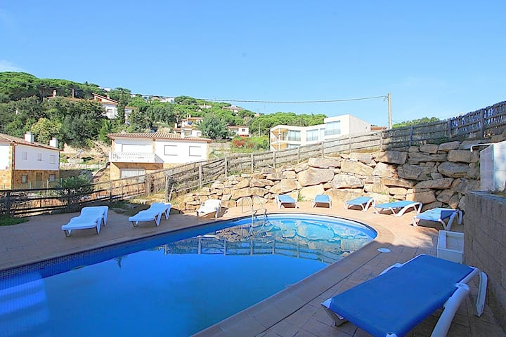 Villa Serena, private pool, air conditioning only 3 km from the beach