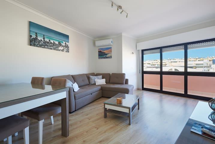 Modern Two-Bedroom Apartment near Cascais