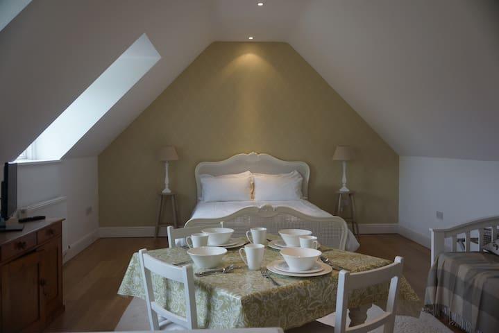 Whispering Chimneys B&B - Iwerne Minster - Bed & Breakfast