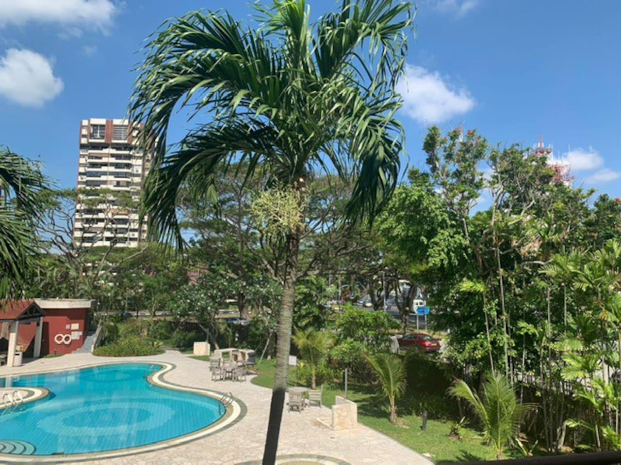 Cosy Swimming Pool, with walking distance to Beach & Park