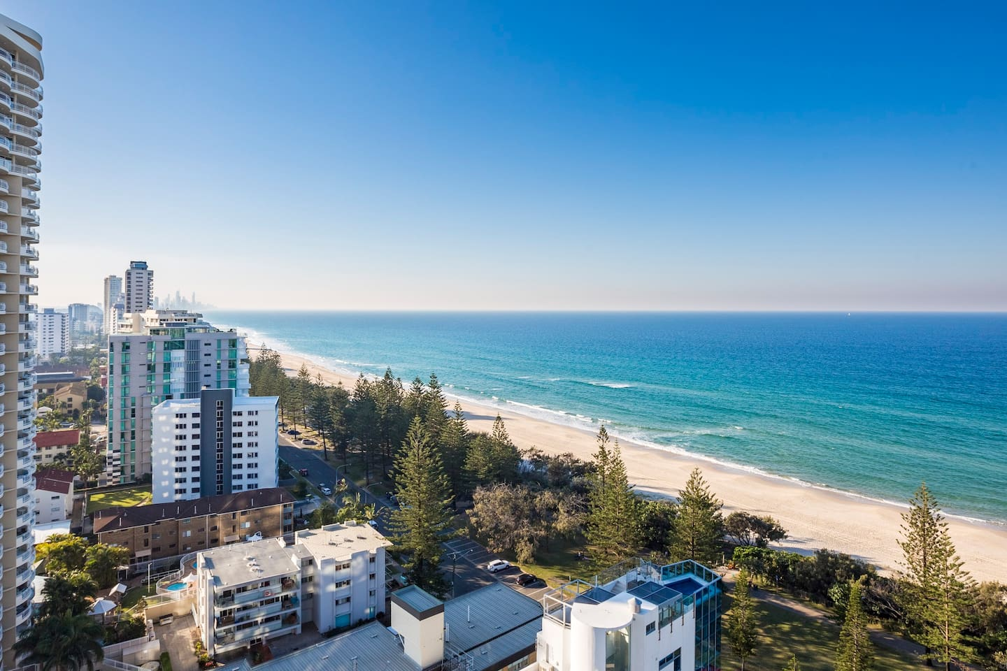 Views north to Surfers Paradise & beyond