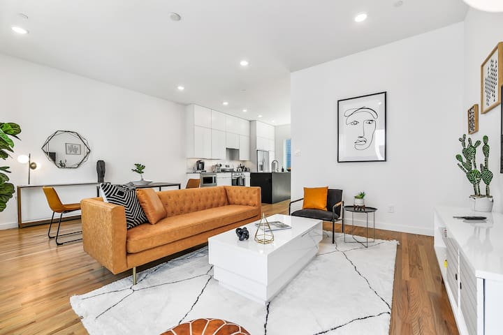 BISHOP ARTS DISTRICT 2 BEDROOM TOWNHOME