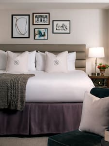 Luxury - Claridge House Hotel, Standard King Room