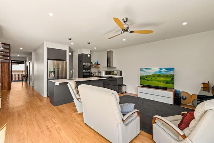 Affordable Luxury Inner City Home
