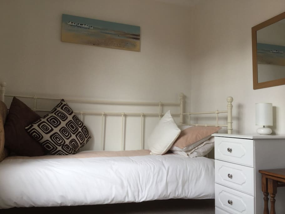 This is my single bedroom (see alternative calendar to book separately)