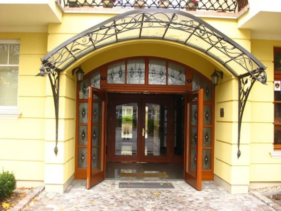 Wejście do budynku Patio Mare