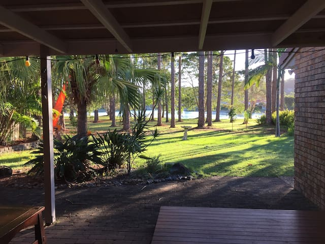 Comfortable & convenient lakeside accommodation - Elanora