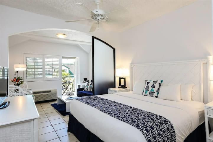 Ports of Call Resort– Dlx Pool View: Balcony; 1bed