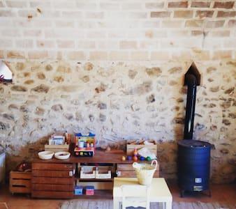 Habitación con baño privado en masía en Peralada. - Peralada