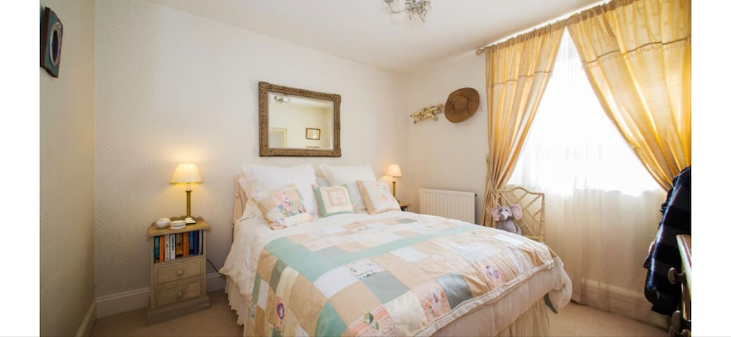 Stylish, quiet and comfortable B&B in town centre.