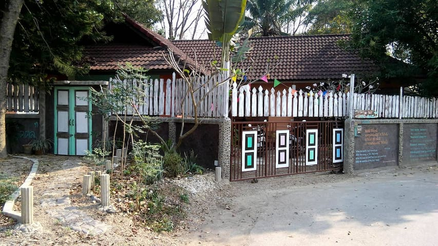 HOUSE IN RELAXING PLACE AND RURAL VILLAGE - Tambon Mae Sa - Dom