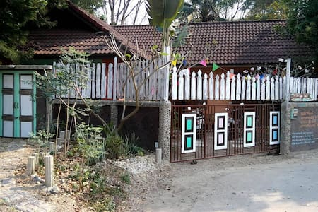 HOUSE IN RELAXING PLACE AND RURAL VILLAGE - Tambon Mae Sa - House