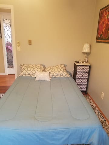 Double bed w/tv
