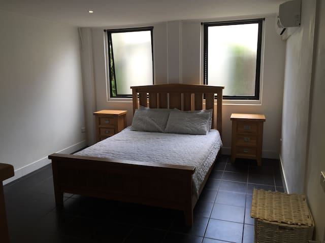 1 Bedroom Unit Cairns Central - Parramatta Park - Flat