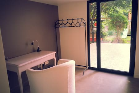 Chambre cosy en rez de jardin côté soleil levant - Le Pré-Saint-Gervais - Huis