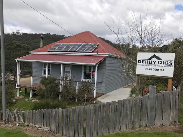 Derby Digs Cottage, 50m from trail head