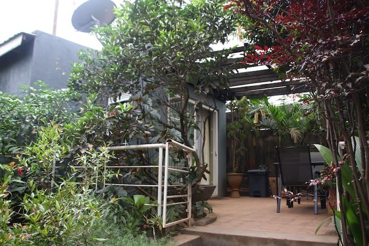 BAZINGA KMY STUDIO HOUSE
