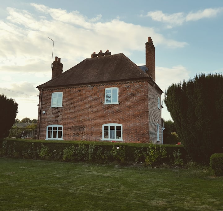 Manor Farmhouse. 4 Beds, near Hitchin & Stevenage.
