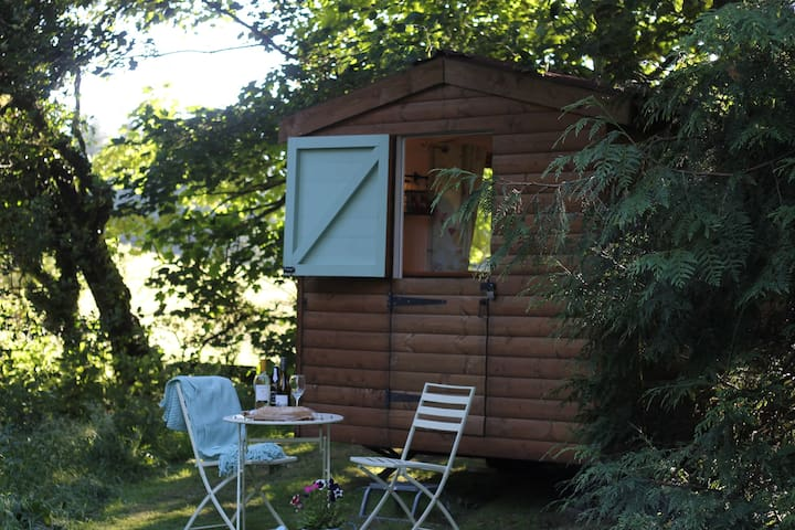 Gorgeous Glamping Hut - Winter SPA pass included! - Llanferres