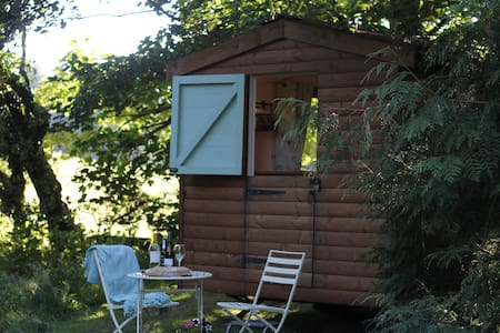 Gorgeous Glamping Hut - Winter SPA pass included! - Llanferres - กระท่อม
