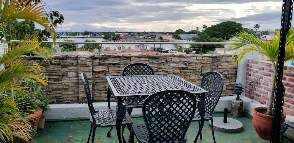 Hostal puesta del sol con terraza al aire libre