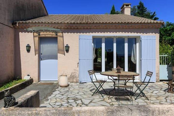 Entrance + Terrasse
