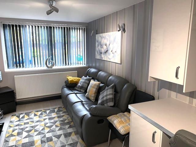 Modern & Stylish 1 Bedroom En-suite Apartment